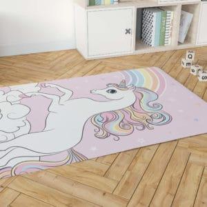 שטיח דקורטיבי גדול ומפנק לחדר ילדים – דגם חד קרן